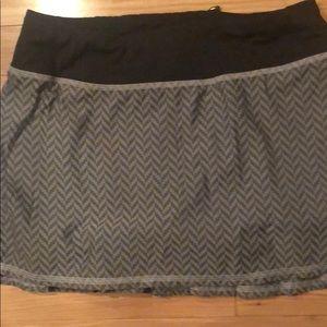 Lululemon bray and black skirt